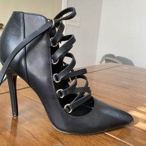 Black leather Aldo heels
